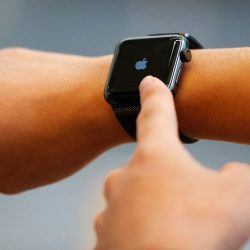 Apple Watch News: New WatchOS Update Will Include 'Theater Mode' for Apple Watch